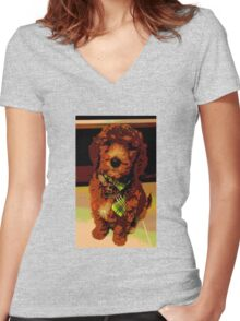 Posterised Pup Women's Fitted V-Neck T-Shirt