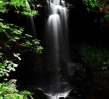 Scaling Beck waterfall by PaulBradley