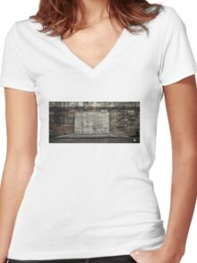 the wall Women's Fitted V-Neck T-Shirt