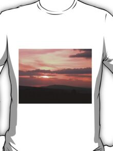 Strong red sunset - Donegal Ireland T-Shirt