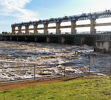 Yarrawonga Weir - Flood Water by David Hunt