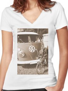 Old dragster Women's Fitted V-Neck T-Shirt