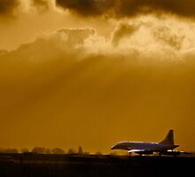 Concorde departing Luton by Geoff Spivey