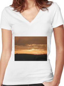 Grainan Gold Donegal Ireland  Women's Fitted V-Neck T-Shirt