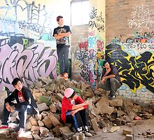 Sydney Rockstarz among the rubbles by moonlover