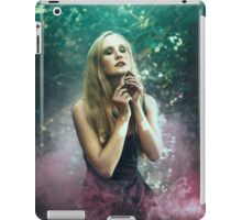 Girl in purle smoke - iPad Case/Skin