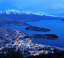 Queenstown. South Island, New Zealand. by Ralph de Zilva