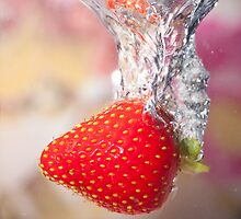 Strawberry in Water by MertensS