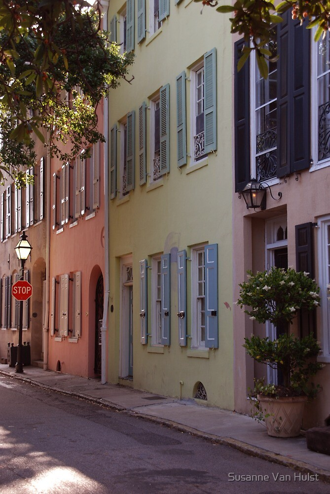 Pretty Lane in Charleston by Susanne Van Hulst