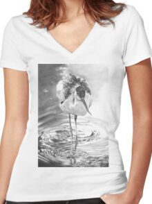Avocet Women's Fitted V-Neck T-Shirt