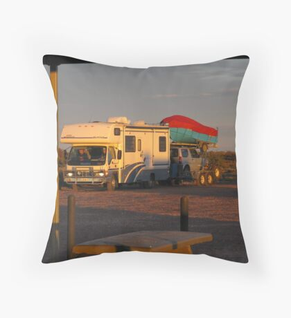 'THATS A BIG RIG' travelers Stuart Highway. Throw Pillow