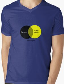 Beekeeping venn diagram geek funny nerd Mens V-Neck T-Shirt