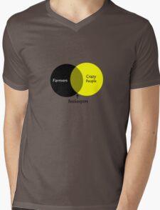 Beekeeping venn diagram geek funny nerd Mens V-Neck T-Shirt