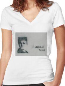 L'amour est à réinventer Arthur Rimbaud Stencil Art Women's Fitted V-Neck T-Shirt