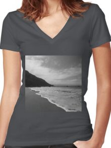 Hushing Waves Women's Fitted V-Neck T-Shirt