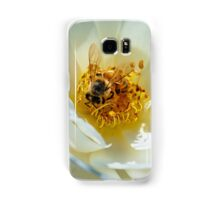 Bee on a white rose Samsung Galaxy Case/Skin