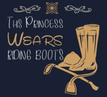 This princess wears riding boots Kids Tee