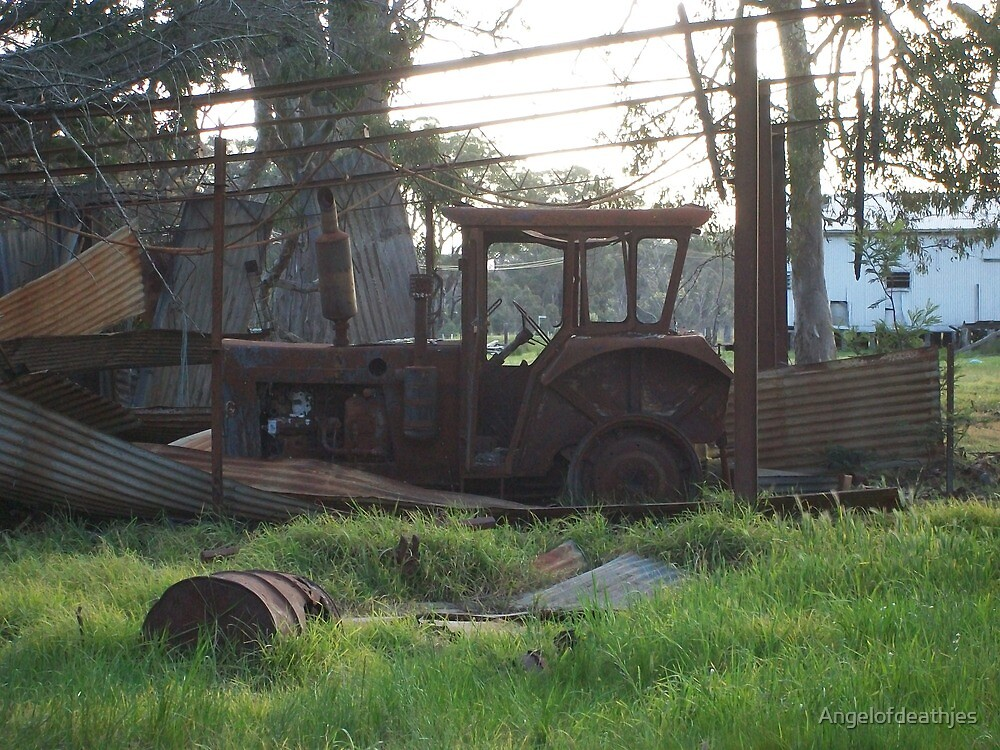 Rusty tractor by Jessica Hooper