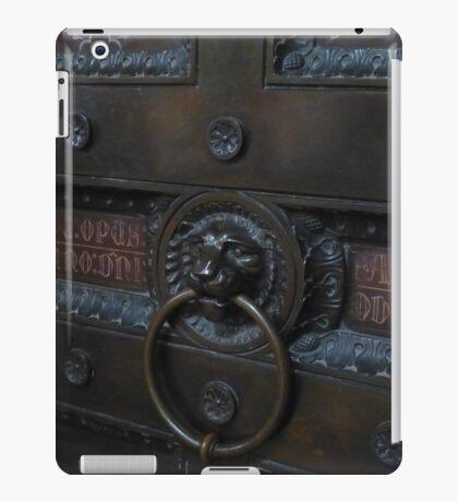 Lion keeper iPad Case/Skin