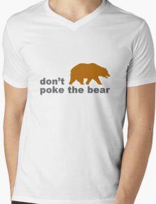 Dont poke the bear funny geek funny nerd Mens V-Neck T-Shirt