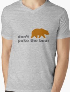 Dont poke the bear funny geek funny nerd Mens V-Neck T-Shirt