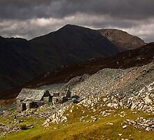 Brooding clouds over Dubs hut by Shaun Whiteman