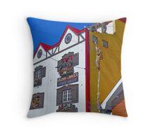 Pequeña historia fueguinea..... Throw Pillow