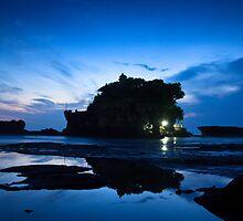 Tanah Lot in Blue by I Nengah  Januartha