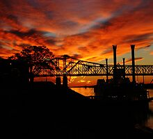 Sunset on the Mississippi River at Natchez, MS by wolfepaw