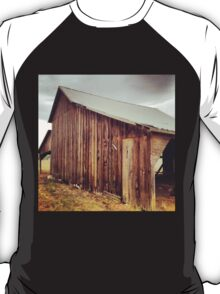 Rustic Red Barn with Tin Roof T-Shirt