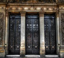 Grand Door - Leeds Town Hall by Yhun Suarez