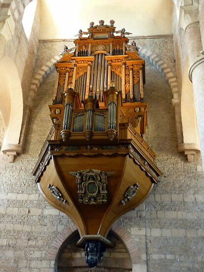 Tournus: Organ at St Philibert by bubblehex08