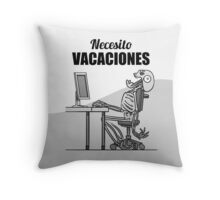 Screaming Skeletons - Necesito Vacaciones (Spanish) Throw Pillow