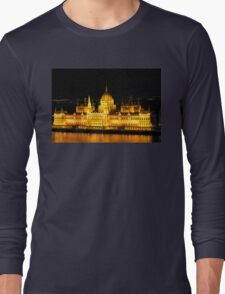 The Houses of Parliament by Night in Budapest, HUNGARY Long Sleeve T-Shirt