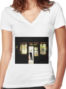 Crown bar Belfast in Orton Women's Fitted V-Neck T-Shirt