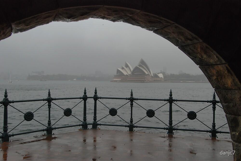 It sometimes rains in Australia ... by danjc7