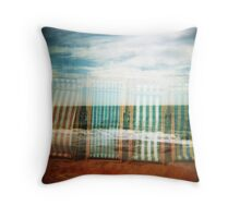 I do like to be beside the holga seaside Throw Pillow