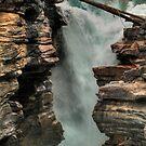 Falling water by zumi
