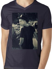TAEYANG- RISE Mens V-Neck T-Shirt