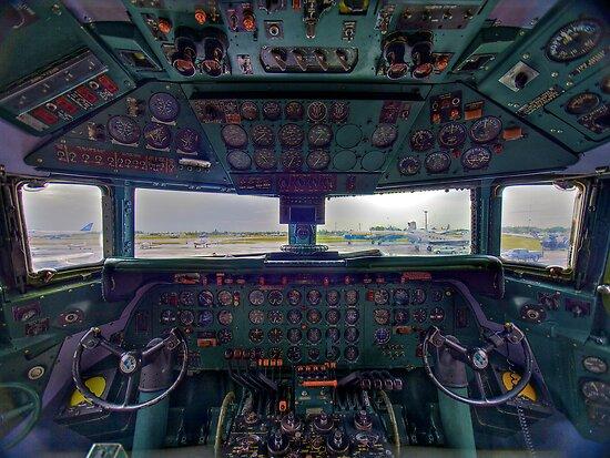 DC7B Cockpit by njordphoto