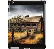 Weather Barn in Fields of Gold iPad Case/Skin