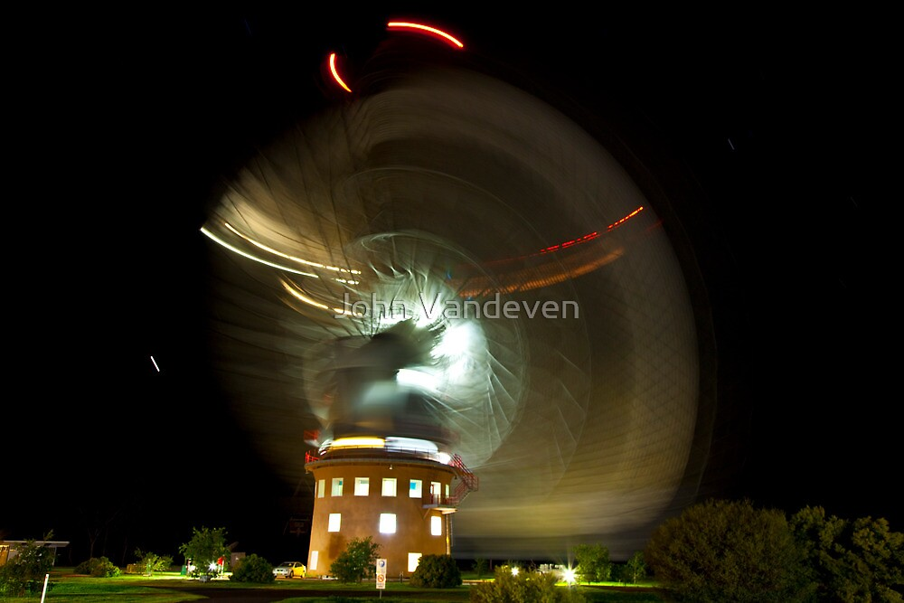 Parkes Dish at Night on the move by John Vandeven
