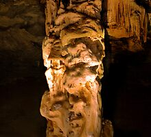 Dripstone Column - Cango Caves by serendip