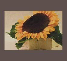 Short Petaled Sunflower In Star Box One Piece - Short Sleeve