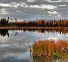 Autumnal lake by zumi