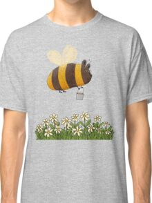 Bumble Bear with honey flies home Classic T-Shirt