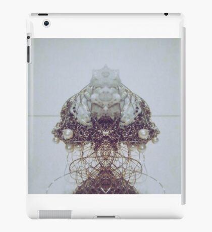 Pearl wire iPad Case/Skin