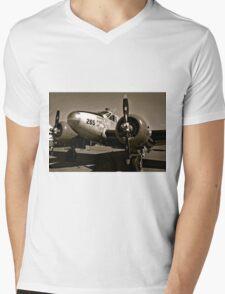 So Noran Beauty 265 Vintage Aircraft Mens V-Neck T-Shirt