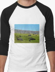 Houses in green valley in the mountains (Italy) Men's Baseball ¾ T-Shirt