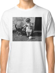 Little girl knitting Classic T-Shirt
